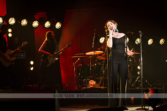 Tina Arena & band